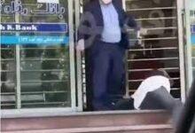 تصویر ضرب و شتم یک شهروند توسط کارمند بانک!