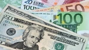 تصویر ریزش ارزش دلار در بازار